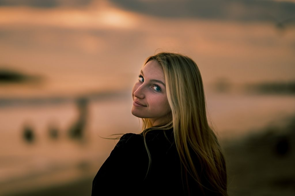 woman looking back over her shoulder with a knowing look on her face